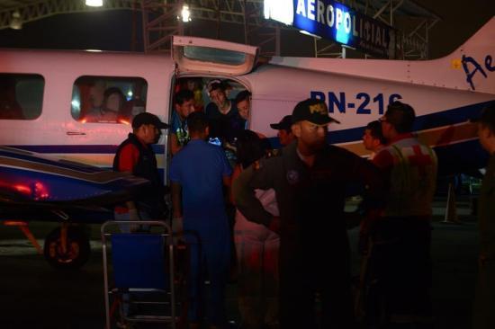 Arriban a Ecuador los primeros heridos del bus de hinchas accidentado en Perú