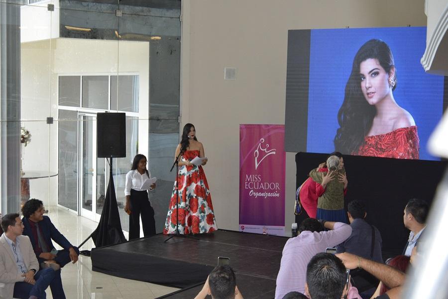 Realizan la entrega de las cintas a las candidatas a Miss Ecuador 2020