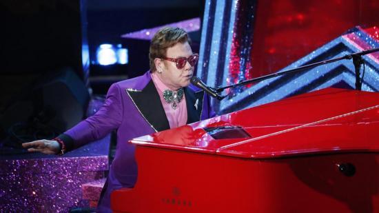 Elton John cancela sus próximos conciertos por neumonía