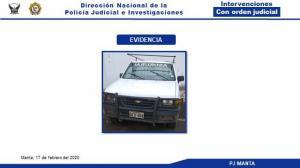 Policía recupera camioneta que fue robada en el centro de Manta