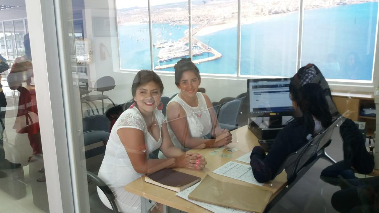 Xiomara y Aillen se casaron hoy en el Registro Civil de Manta