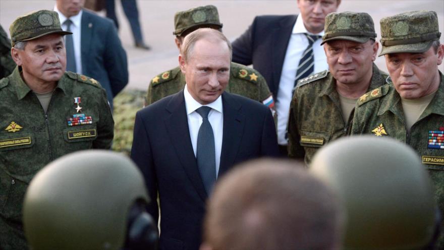 Putin dice que continuará modernizando las fuerzas armadas de Rusia