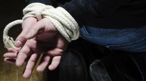 Hombre finge su propio secuestro para huir con su novio