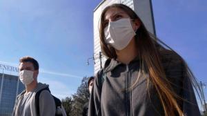 Imputadas 20 personas que vendían mascarillas a 6.000 dólares en Italia