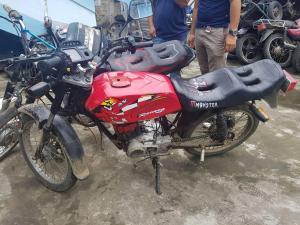 JIPIJAPA: Dos hombres fueron detenidos tras supuestamente robar una moto