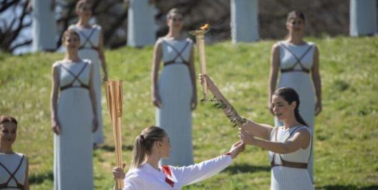 La antorcha olímpica abandona Grecia mientras sigue la incógnita por los JJOO