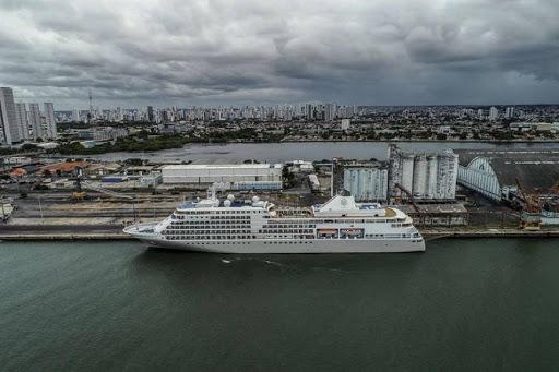 Termina evacuación de 342 pasajeros de crucero aislado en Brasil por COVID-19