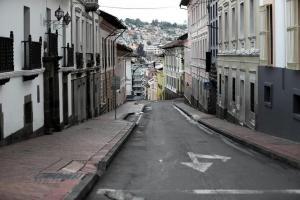 Activan controles preventivos en ingresos a Quito por COVID-19