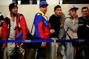 Venezolanos tendrán 60 días tras emergencia para regular estadía en Ecuador