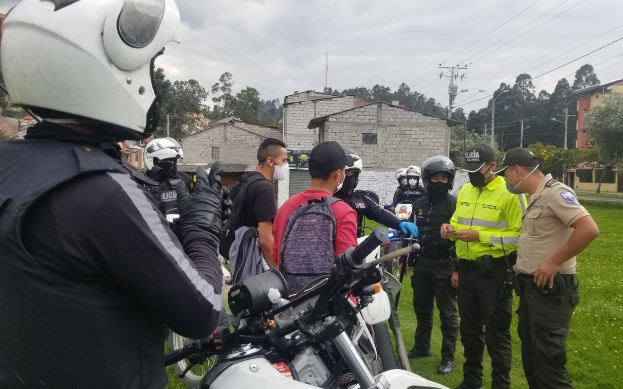 Cerca de mil detenidos por infringir el toque de queda extendido en Ecuador