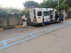 Hospital del IESS de Portoviejo desinfecta sus áreas y ambulancias