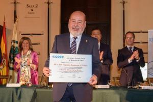 Manabita recibe colegiado honorífico de mérito en España