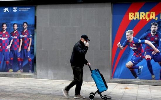 El FC Barcelona entrega 30.000 mascarillas al sistema de salud catalán