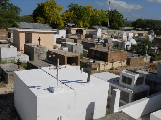 COE de Pedernales: Personas que mueran por cuadros respiratorios irán a fosas comunes