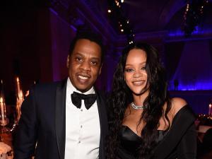 Rihanna y Jay-Z donan 1 millón de dólares cada uno para combatir la COVID-19