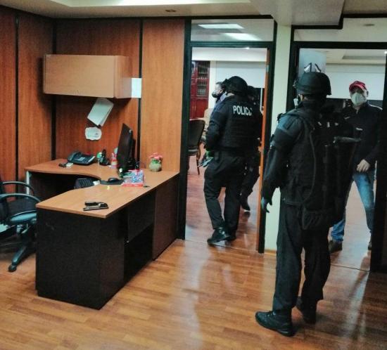 La Fiscalía allana las instalaciones de la Dirección General del IESS en Quito