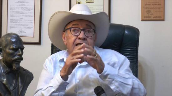 Alcalde de Santa Ana dona su sueldo para comprarle alimentos a los pobres