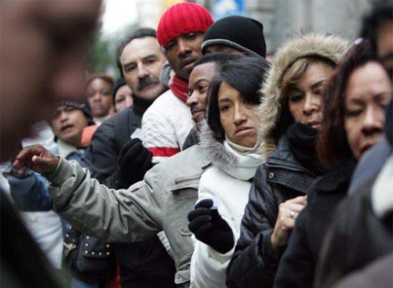 Comunidad ecuatoriana en España afronta crisis económica creada por pandemia