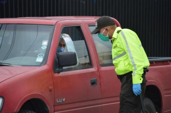 Ecuador restringirá circulación de vehículos particulares a un día por semana