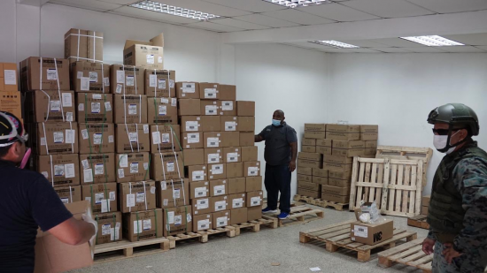 En Guayaquil incautan 35 mil mascarillas que estaban almacenadas con fines privados
