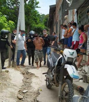 Dos ladrones fueron capturados tras asaltar en el centro de Portoviejo
