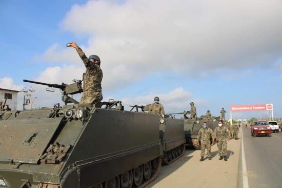 Las Fuerzas Armadas de Perú vigilan la frontera con Ecuador para evitar ingreso de personas