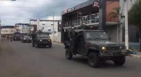 Se radicaliza el control militar para evitar la aglomeración de personas en las calles de Portoviejo