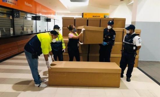 Municipio de Guayaquil entregará féretros de cartón en emergencia por COVID