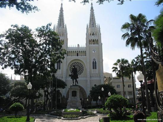 Guayaquil llega a Semana Mayor envuelta en su propio vía crucis por COVID-19