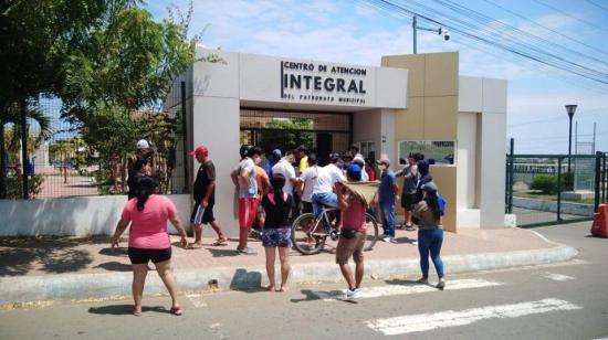 Protestan en Manta por supuesta habilitación de centro geriátrico para aislar a pacientes con covid-19