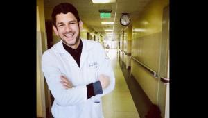 En redes sociales se lamenta la muerte de Óscar Cabrera, conocido influencer y médico ecuatoriano