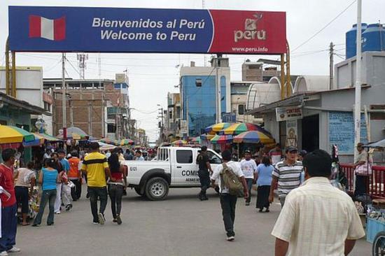 Ecuador restringe paso por frontera con Perú, excepto al transporte de carga