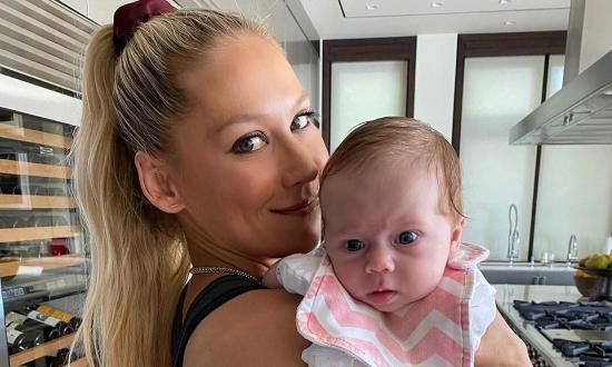 Anna Kournikova y Enrique Iglesias presumen de su pequeña hija en Instagram
