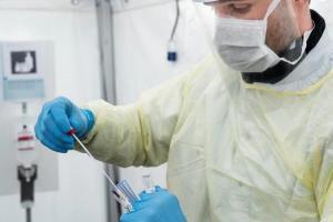 Brasil identifica medicina prometedora para detener reproducción del COVID-19