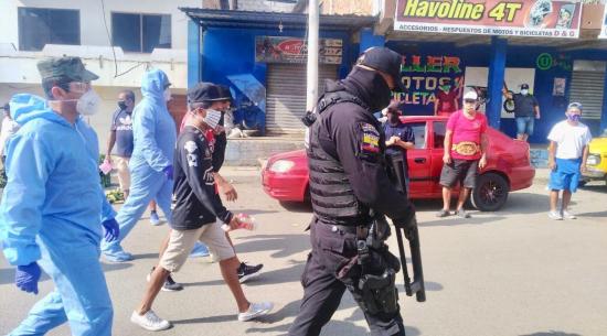 Operativo en Portoviejo deja 8 detenidos y 13 locales clausurados
