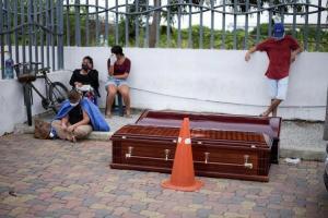 Familiares podrán averiguar en línea dónde enterraron a fallecidos en Ecuador