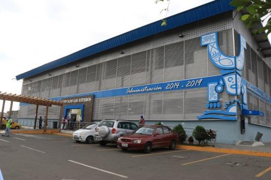 Mercados de Manta atenderán de lunes a viernes