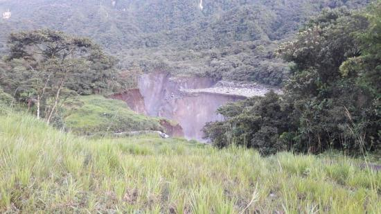 Ecuador garantiza suministro y exportación tras rotura de dos oleoductos