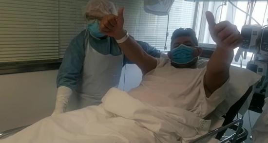Migrante manabita deja la unidad de cuidados intensivos tras superar el coronavirus Covid-19