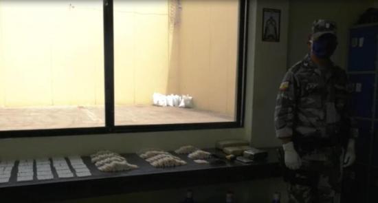 Lanzan paquete con droga, cigarrillos y teléfonos celulares al interior de la cárcel El Rodeo