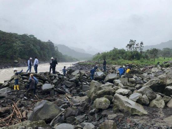 Ecuador suspende las exportaciones de petróleo tras ruptura de dos oleoductos