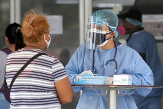 Enfermeros piden un 'aplauso' social para seguir en la lucha