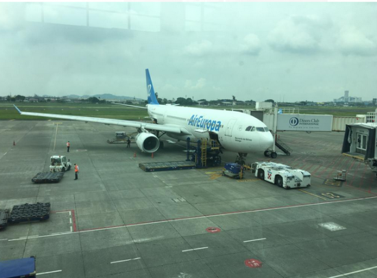 Vuelo con 40 españoles partió este jueves de Ecuador tras revisión técnica