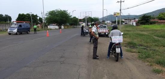 En Portoviejo se retuvo vehículos que incumplieron disposición de no circular