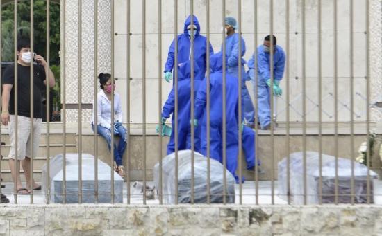 En Guayaquil se sigue viviendo una odisea para enterrar a un ser querido