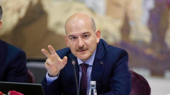 Dimite ministro del Interior turco por aglomeraciones antes de toque de queda