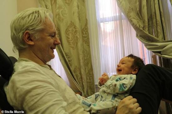 Julian Assange tuvo dos hijos con su abogada durante su asilo en embajada de Ecuador