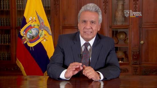 Presidente Lenín Moreno reduce su sueldo a la mitad
