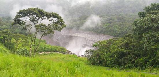 Construyen en Ecuador variante de oleoducto tras una rotura en la Amazonía