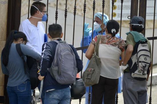 Ecuador espera que contagio en Guayaquil llegue en breve al pico de la curva